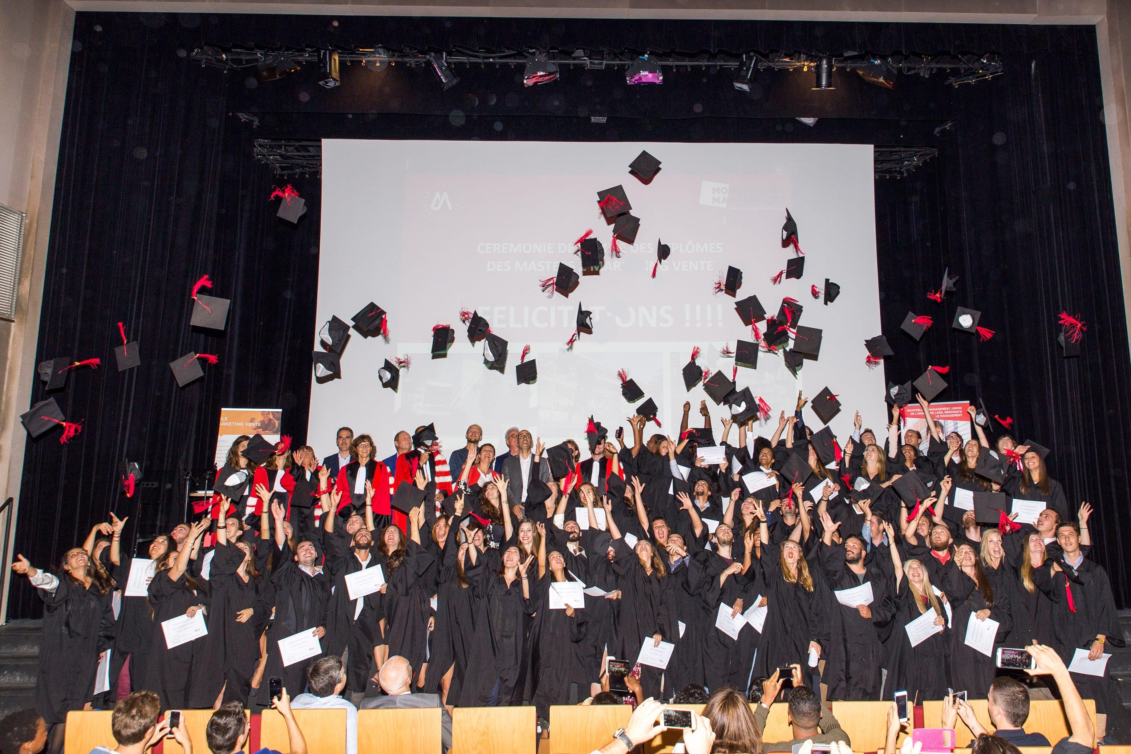 remise des diplômes lancé de chapeaux