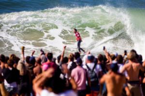 Jérémy Flores qui surf