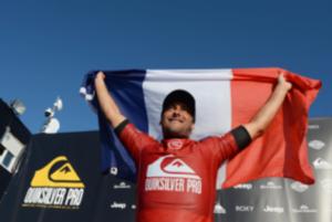 Jérémy Flores avec le drapeau français